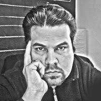 Rodolfo Sánchez Diseñador gráfico con más de 10 años de experiencia. Creador de logotipos e identidad comercial y corporativa. Experto en diseño e impresión digital y folletería, displays y anuncios publicitarios.